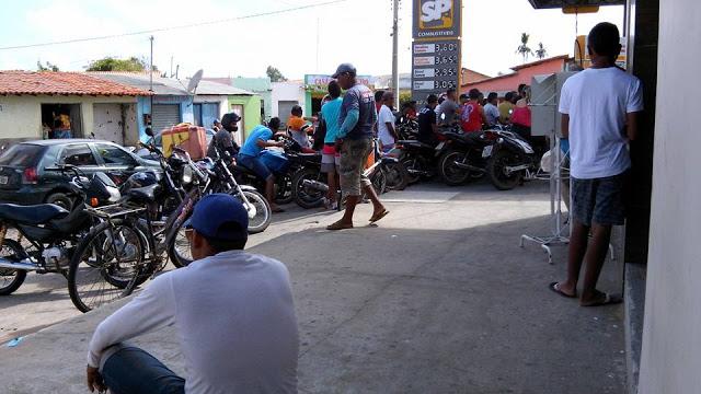 1 Falta de combustível em Araioses, causa filas nos postos da cidade