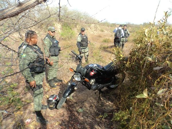 Moto tomada de assalto é encontrada abandonada no barreiro em Parnaíba