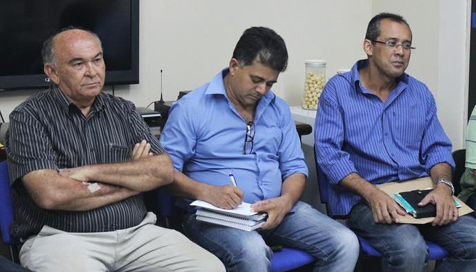 Presidente do Parnahyba (centro) defendeu a manutenção do Piauiense (Foto: Josiel Martins)