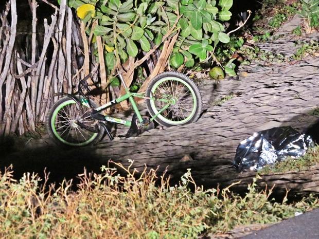 2 Criança em bicicleta morre após colisão com carro, no Macapá