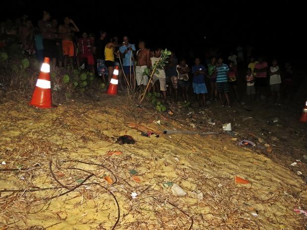 2 Homem é encontrado morto e enterrado com a cabeça de fora