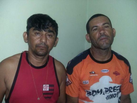 2 Polícia prende cinco homens com drogas e dinheiro dentro de carro