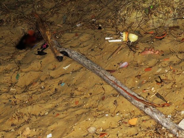 3 Homem é encontrado morto e enterrado com a cabeça de fora