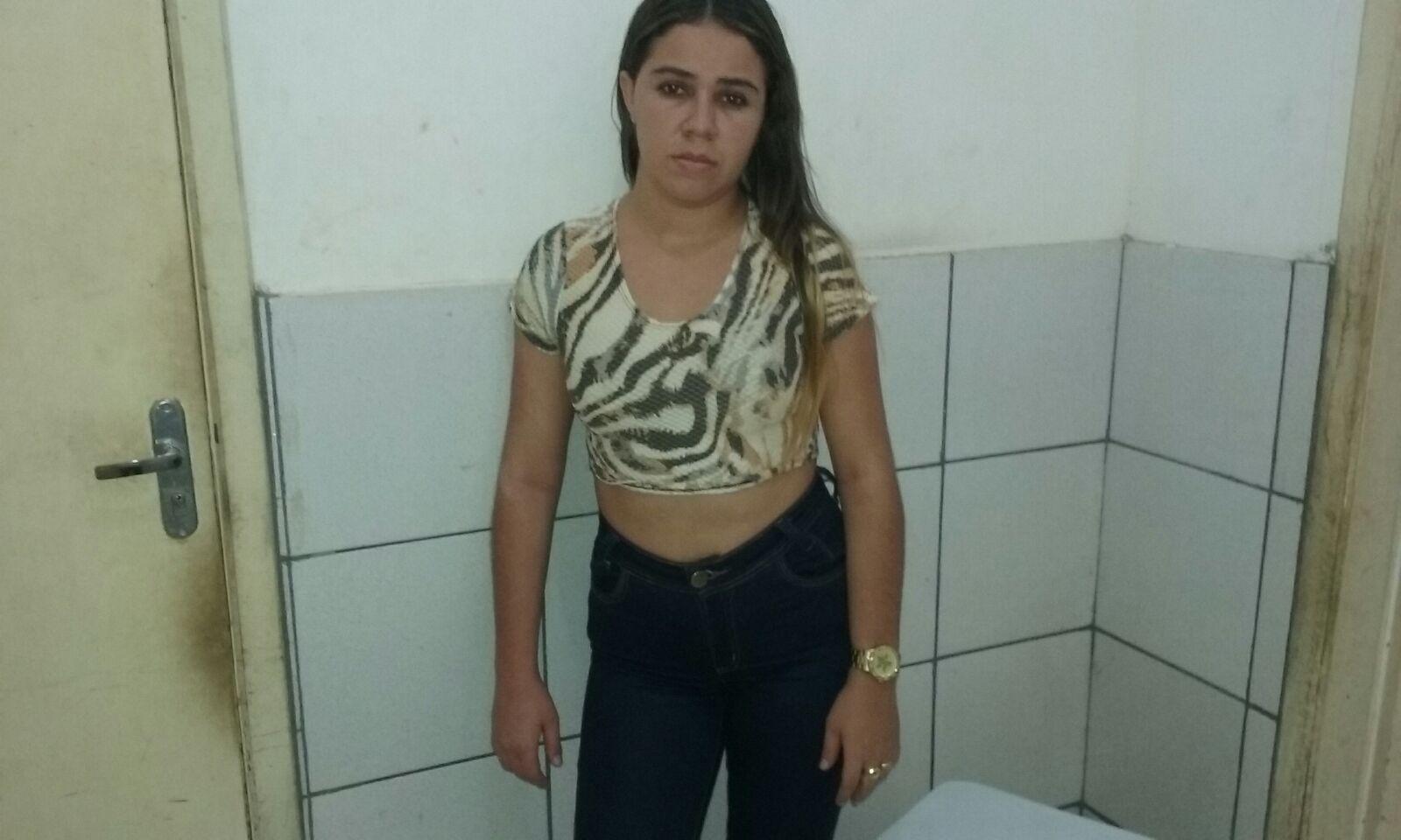 PERIQUITA DO TRÁFICO: Mulher usa a vagina para levar drogas e bebidas pra dentro da Cadeia
