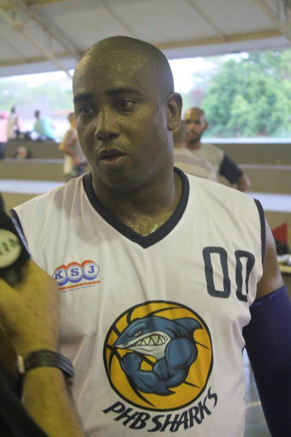 Médico cubano reforça equipe de basquete no Piauí