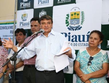 Wellington Dias anuncia obras durante abertura do Festival da Uva