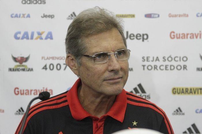 Oswaldo Oliveira admite que seu futuro depende de eleição no Flamengo