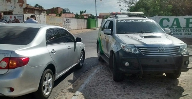 Bandidos rendem funcionários de rede de farmácias e roubam um malote de dinheiro em Parnaíba
