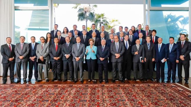 Dilma fecha com 27 governadores e enterra o golpe