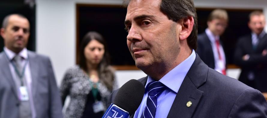 Moralistas sem moral: 20 deputados que podem investigar Dilma são alvos de investigação criminal