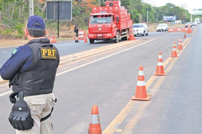 PRF/Parnaíba recolhe carro de luxo com mais de R$ 16 mil de débitos e multas
