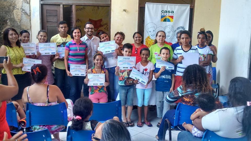 Projeto Casa Brasil entrega certificados de conclusão de cursos na área da informática