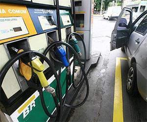 Gasolina chega a R$ 5 em Esperantina