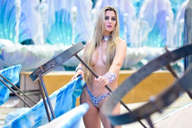 Musa se inspira em Andressa Urach:'Não tenho pudor em ficar pelada'_03