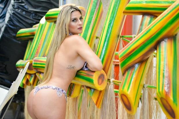 Musa se inspira em Andressa Urach:'Não tenho pudor em ficar pelada'_05