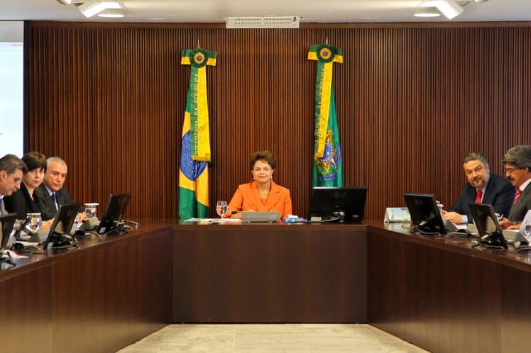 Dilma sanciona lei que amplia poderes de advogados em investigações