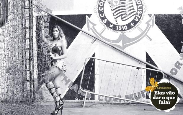 Tati Minerato, rainha da bateria da Gaviões, posa para ensaio de carnaval. (Foto: Iwi Onodera/EGO)