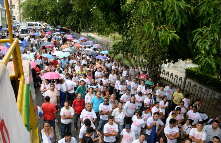 Em assembleia, professores confirmam fim da greve; aulas iniciam no dia 28 de março