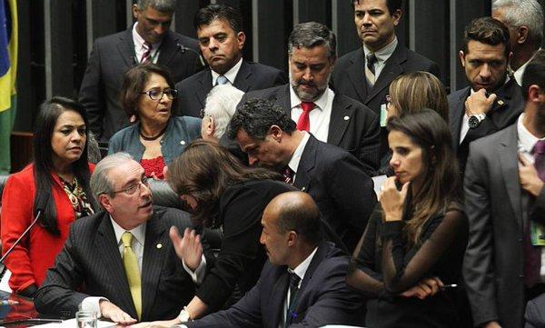 Eduardo Cunha perde votação, manda votarem de novo e… ganha