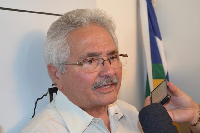Insatisfeito com Dilma e Wellington, Elmano apoia impeachment