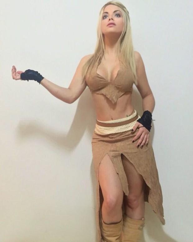 Jéssica Lopes fica pelada ao fazer cosplay de 'Game of Thrones'_05