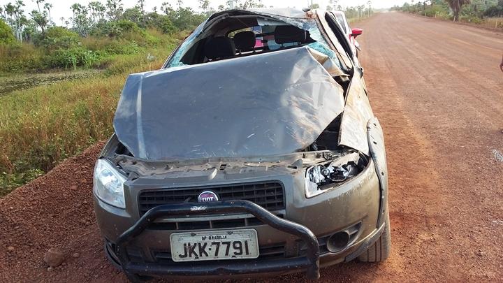 Carros desgovernados capotam na estrada da Pedra do Sal