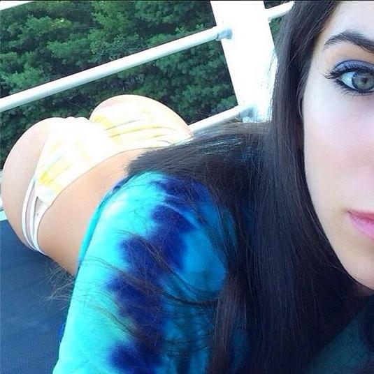 Dona do bumbum mais bonito da web sensualiza com calça transparente_15