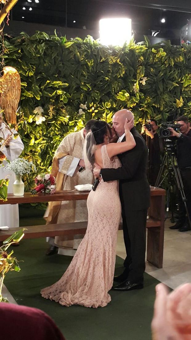 Gretchen se casa pela 17º vez e a internet vai á loucura. Veja fotos da cerimônia!