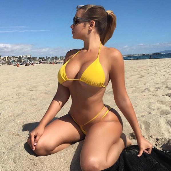 Ela não para: musa russa posa com look transparente e deixa fãs babando