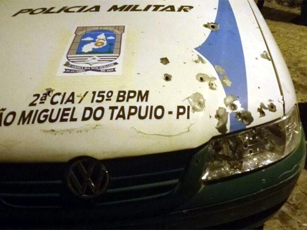 Bando atira contra PMs e explodem banco no Piauí