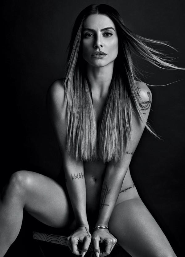 De perder o ar! Cleo Pires posa de topless em ensaio sem Photoshop. Confira!