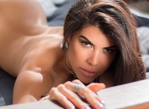 Miss Bumbum Goiás exibe seus atributos em ensaio sexy para site masculino. Confira!