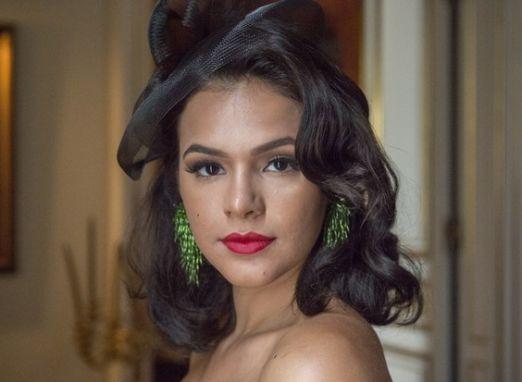Cena com Bruna Marquezine nua cai na web e leva internautas à loucura
