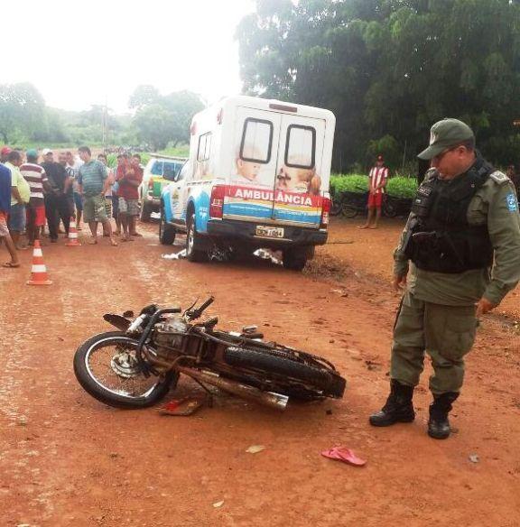 Pilotando motocicleta, criança de 10 anos colide com ambulância e morre na zona rural de Luís Correia