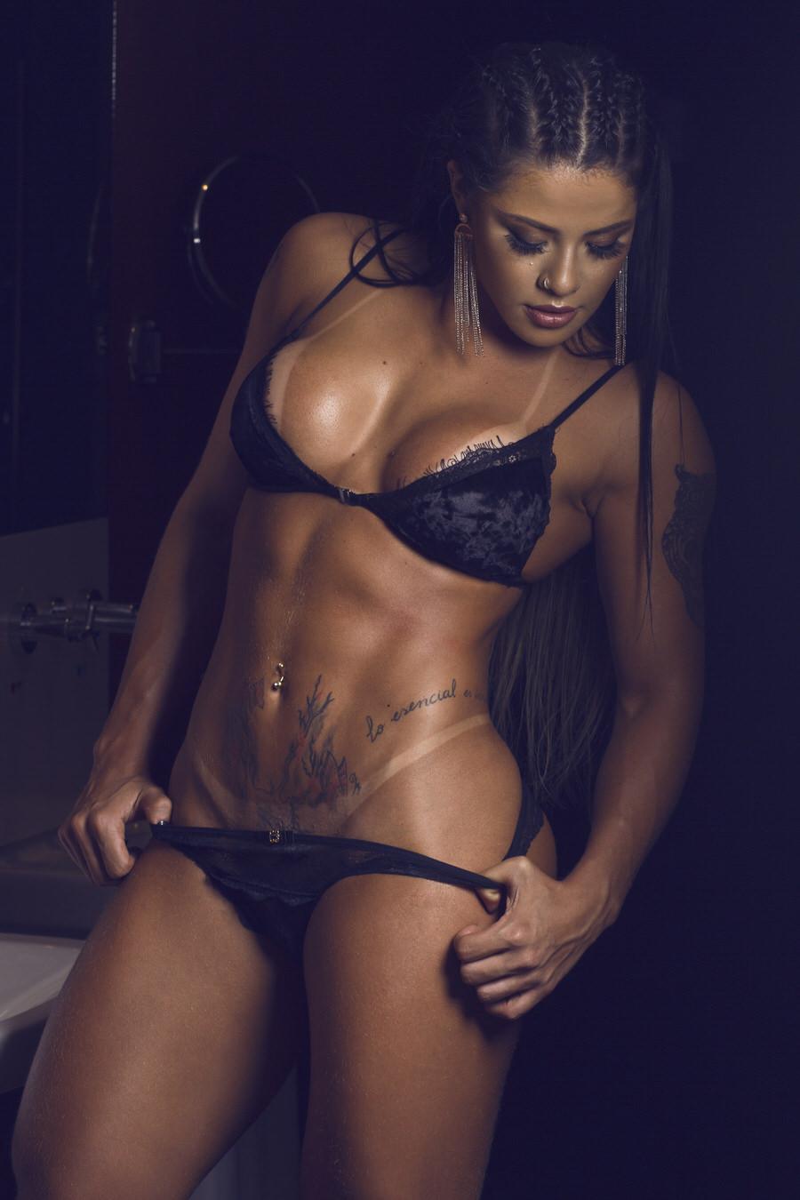 Yasmin Castrillon 'Índia Fitness' rebate o mito de que malhar tira o apetite sexual. VEJA FOTOS