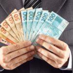 Bolsonaro anuncia salário mínimo de R$ 1.100 em 2021