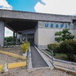 Uespi vai pagar auxílio de R$ 700 a estudantes nesta quarta-feira