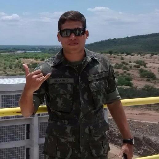 Oficial do Exército mata a namorada e fere duas mulheres