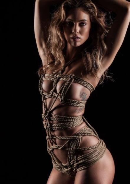 Em ensaio sensual, Lays Orsini diz: 'Não tenho limites quando estou com a pessoa certa'. CONFIRA FOTOS E VÍDEO!