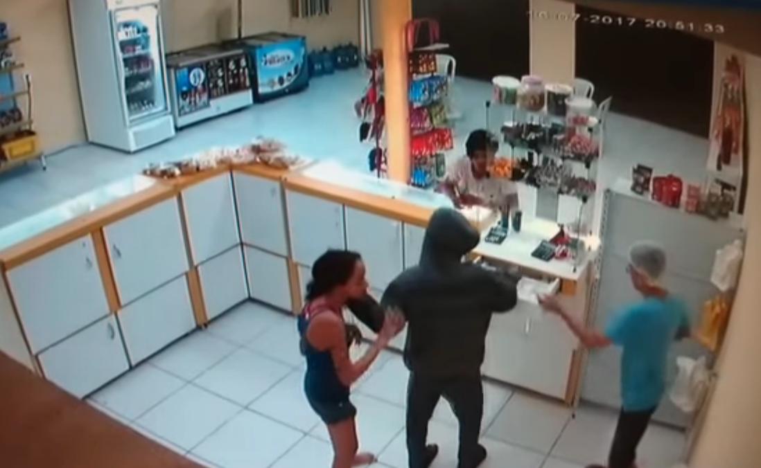 Vídeo mostra ação violenta de assaltantes em panificadora de Parnaíba