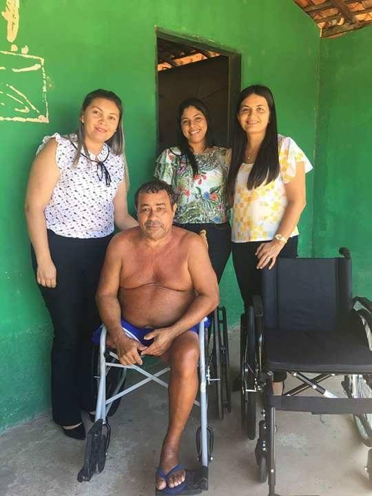 BURITI DOS LOPES: Luda Percy visita unidades de saúde e faz entrega de cadeiras de rodas