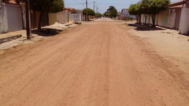 Moradores do bairro Frei Higino reclamam dos transtornos causados por obra abandonada pelo prefeito Mão Santa