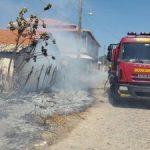 Bombeiros controlam incêndios em terreno e residência em Parnaíba