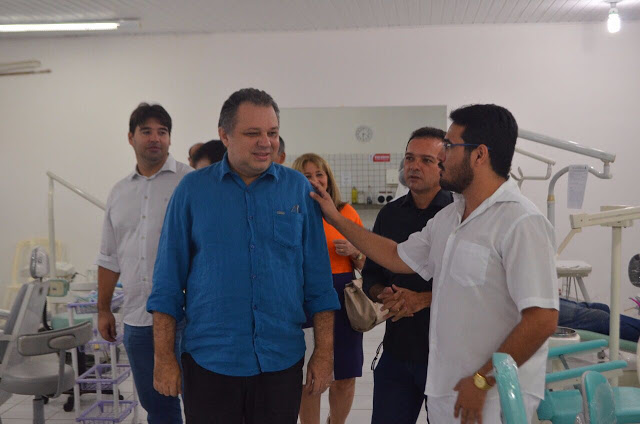 Em Parnaíba, Florentino Neto entrega 12 consultórios odontológicos para a UESPI