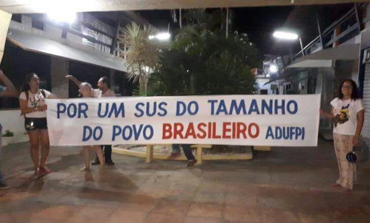 Ciro Nogueira, Iracema Portela e Ricardo Barros recebem vaias e xingamentos em Parnaíba