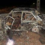 Veículo fica destruído após ser consumido por fogo às margens da BR-343, no litoral