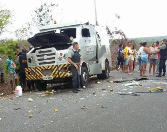 Bando fortemente armado explode carro forte em São Bernardo-MA