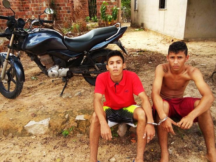 Jovens são presos pela Força Tática com moto roubada no Bairro João XXIII, em Parnaíba