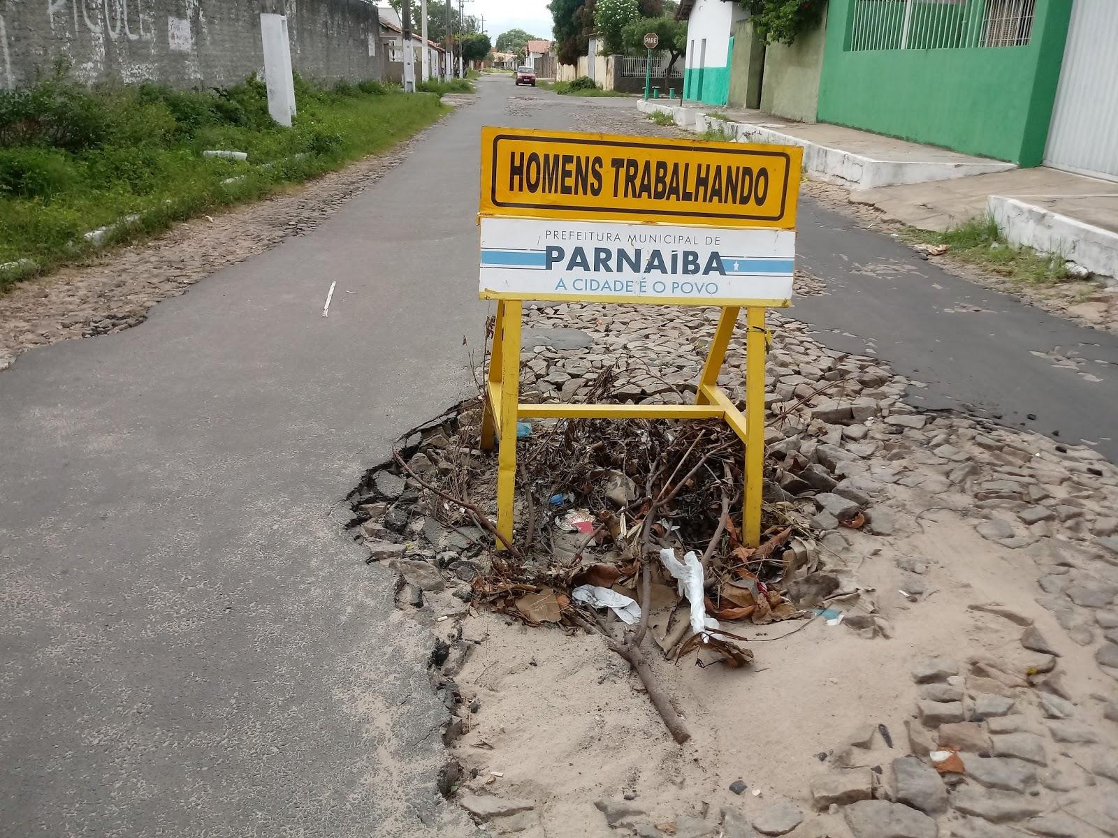 IMAGEM DO DIA: Rua no Bairro São José com cratera aberta