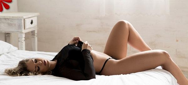 Conheça Stefanie Mello, a loira que tem curvas exuberantes de tirar o fôlego de qualquer um. VEJA FOTOS